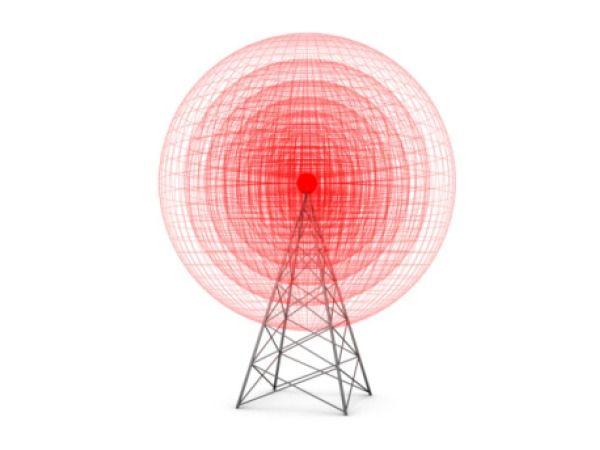 phoneradiation 600x450 携帯電話の電磁波は体に有害?アルツハイマーに対する予防効果という指摘も。