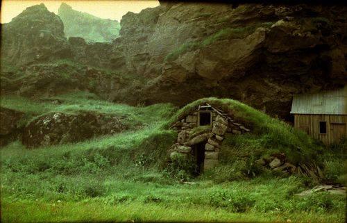 sigrunhouse zps2eb72b85 アイスランド最高裁がエルフの存在を認める?文化の中に残る妖精の存在。