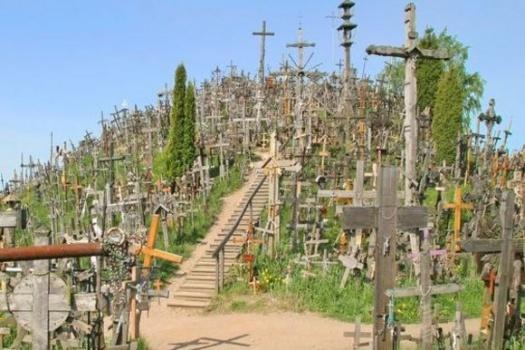 1255498651fbkv10924 十字架の丘。50000を超える十字架がそびえる聖地!