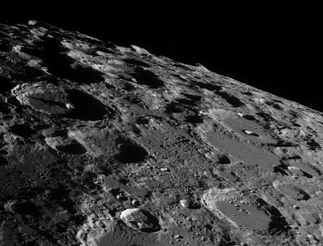 2557052 themoon 月は今も活動中。地球のように動いている。
