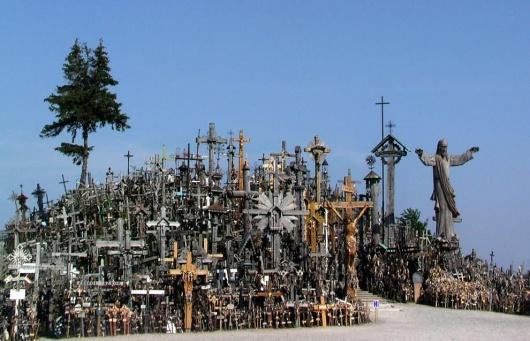 ba3f39e0d8b3d0bc12a761d812258940 十字架の丘。50000を超える十字架がそびえる聖地!