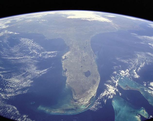nasa florida space 1 宇宙と地球の境界線。厳密には上空800km!