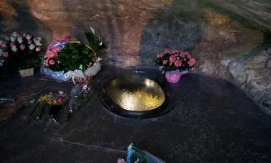 Lourdes WaterHole ルールドの泉。不思議な泉の湧き出るキリスト教の聖地。
